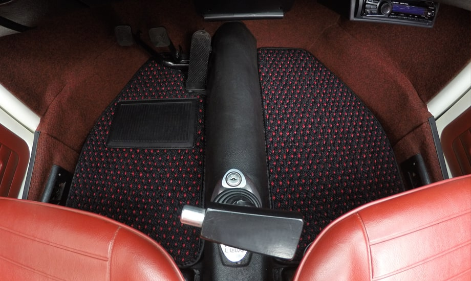 Cocomats.com Coco Mats car mats Color Red and Black Number 51 in a VW